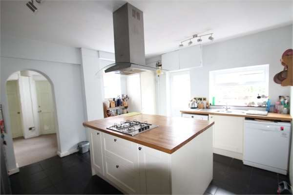 4 Bedrooms Detached House for sale in Hamesmoor Road, Mytchett, CAMBERLEY, Surrey