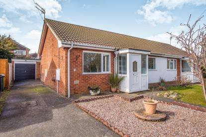 2 Bedrooms Bungalow for sale in Staining Rise, Staining, Lancashire, United Kingdom, FY3