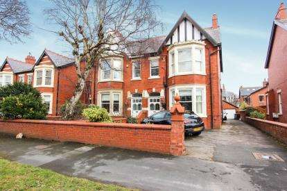 1 Bedroom Flat for sale in Riversleigh Ave, Lytham, Lancashire, England, FY8