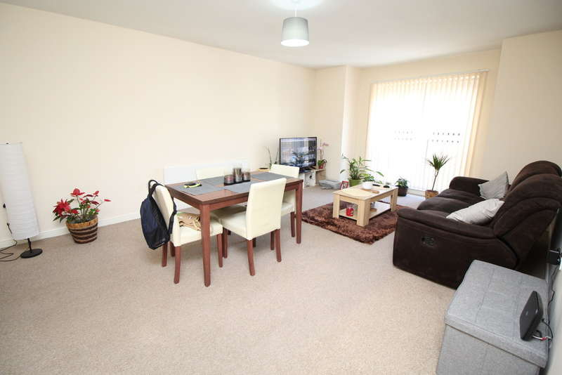 2 Bedrooms Flat for sale in College View, Carlton Road