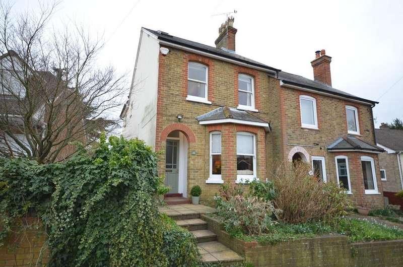 3 Bedrooms Semi Detached House for sale in Brooklands Road, Farnham