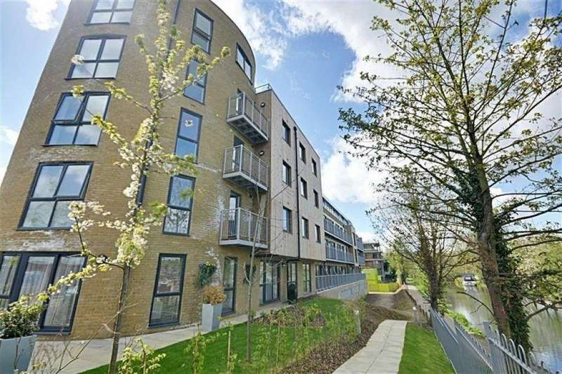 2 Bedrooms Flat for rent in Smeaton Court, Evron Wharf