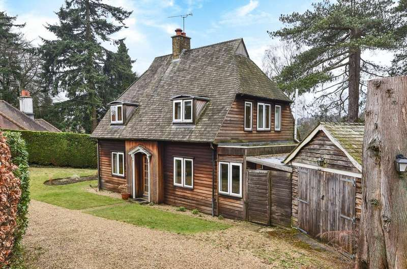 3 Bedrooms Detached House for sale in Nutcombe Close Hindhead Road, Hindhead, GU26