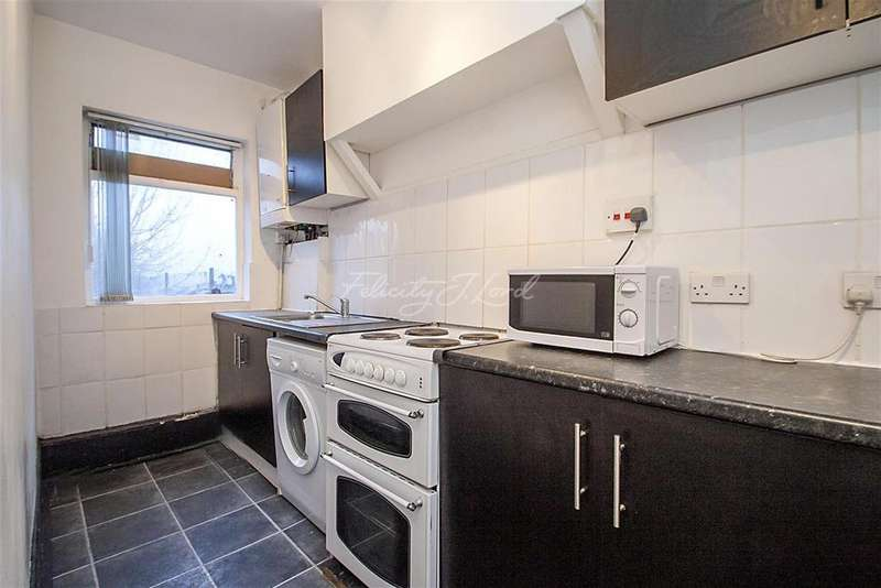 4 Bedrooms Flat for rent in Broad Lane, N15