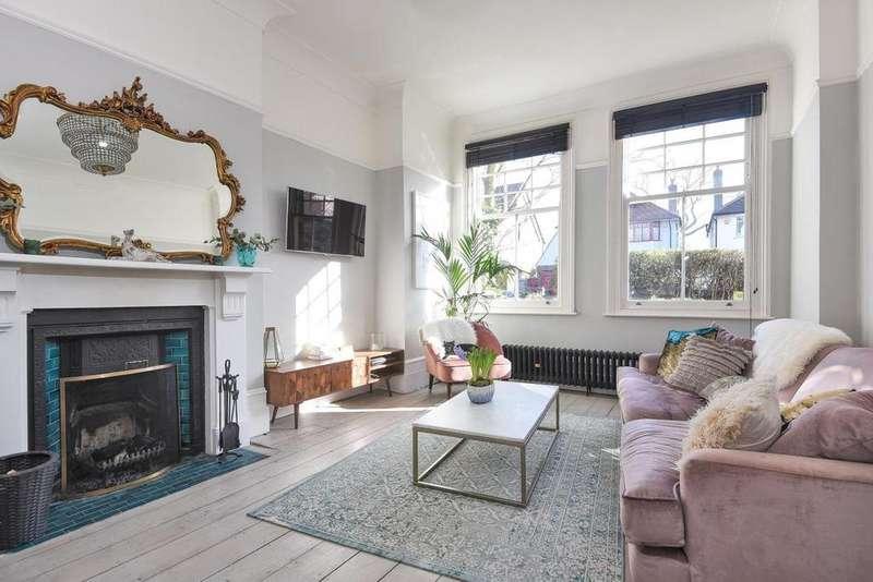 3 Bedrooms Flat for sale in Glenluce Road, Blackheath