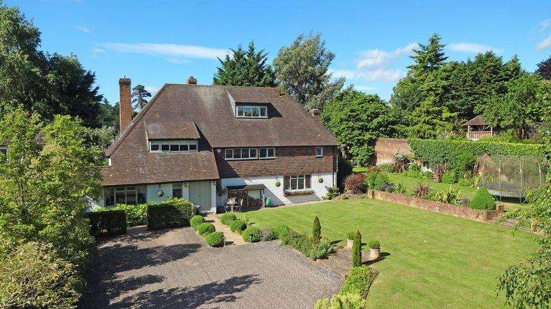 5 Bedrooms Detached House for sale in Wild and Wonderful in the heart of Bray