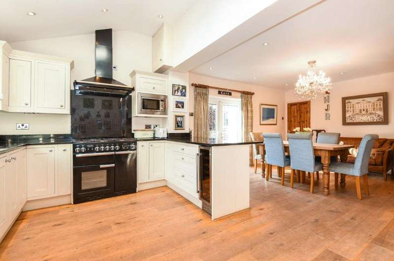 4 Bedrooms Detached House for sale in Beech Hill, Headley Down
