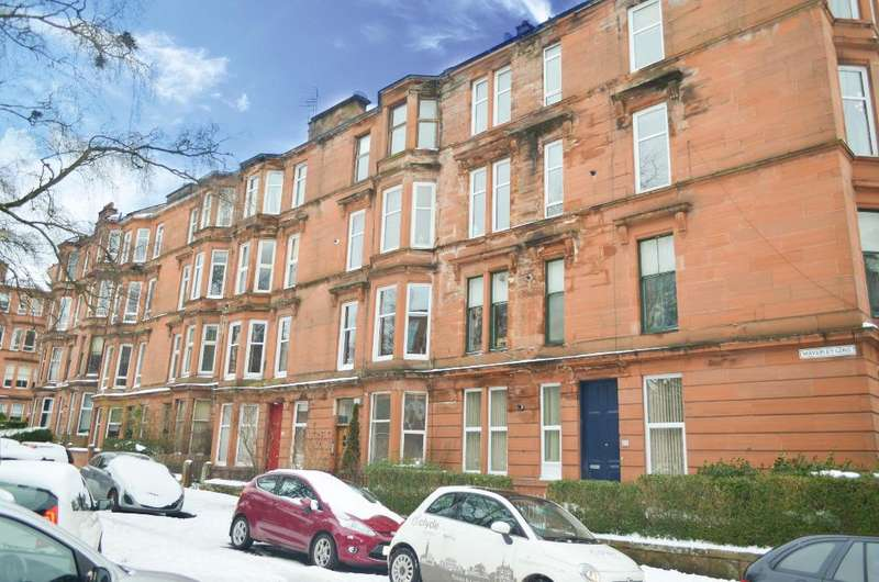 2 Bedrooms Flat for sale in Waverley Gardens , Flat 1/2, Shawlands, Glasgow, G41 2ED