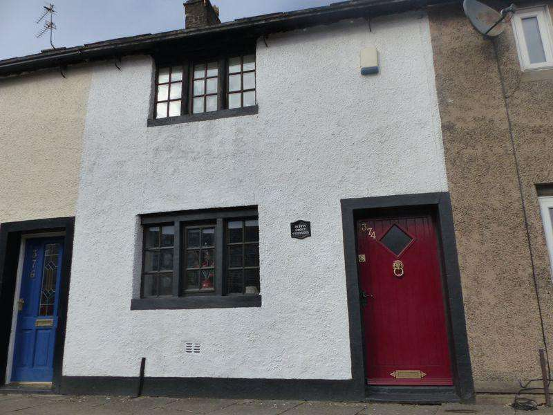 2 Bedrooms Cottage House for sale in Rochdale Road, High Crompton