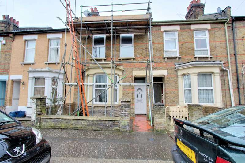 3 Bedrooms Terraced House for sale in Albany Avenue, Westcliff On Sea