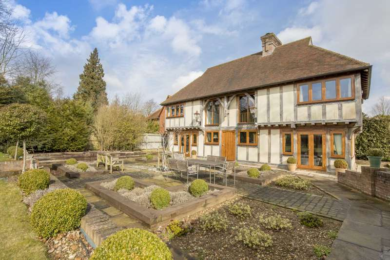 5 Bedrooms Detached House for sale in Ashley Green, Buckinghamshire