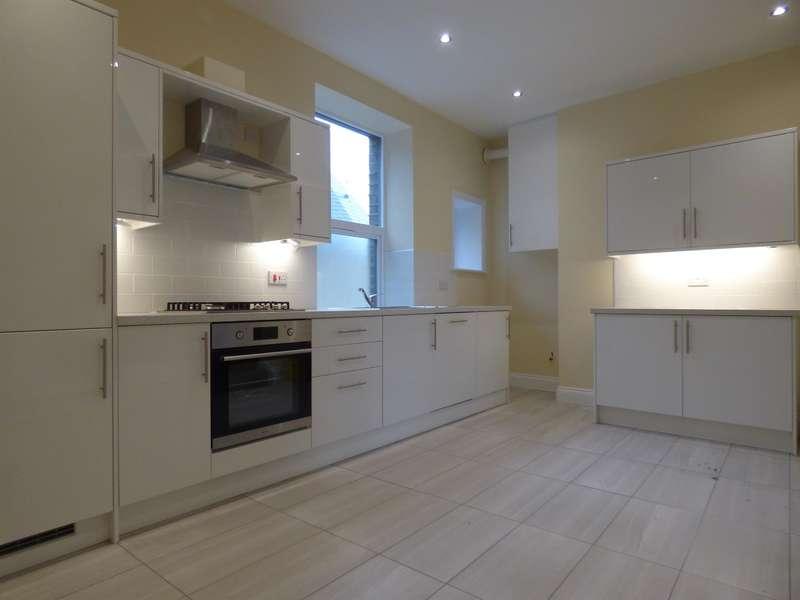 2 Bedrooms Flat for rent in Catherine Street, Elland, HX5 0EZ