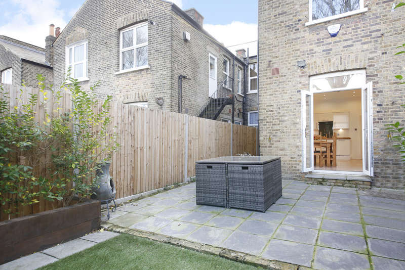 3 Bedrooms Terraced House for sale in Hither Green, London, SE13 6TH