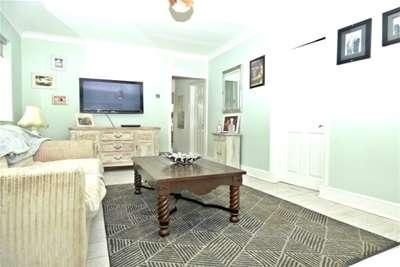 2 Bedrooms Bungalow for rent in NORTH BENFLEET/PITSEA