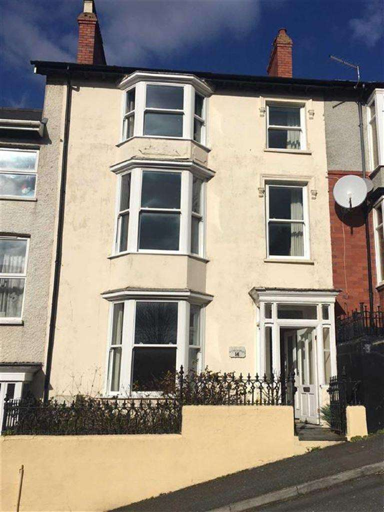 6 Bedrooms Terraced House for sale in 14, Trefor Road, Aberystwyth, Dyfed, SY23