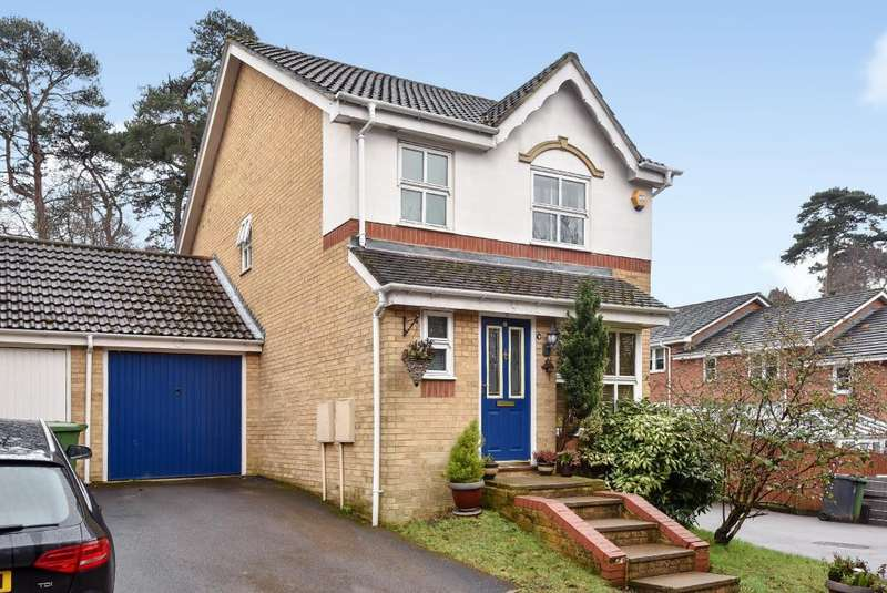 3 Bedrooms House for sale in Heathside Park, Camberley, GU15