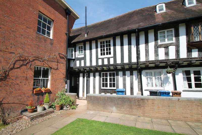 2 Bedrooms Cottage House for rent in Vicars Close, Lichfield
