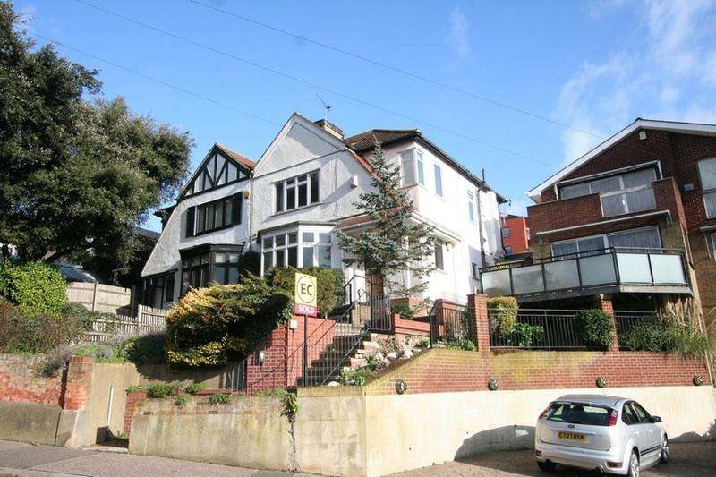 3 Bedrooms Semi Detached House for rent in Hadleigh Road, Southend-on-Sea, Leigh-on-Sea