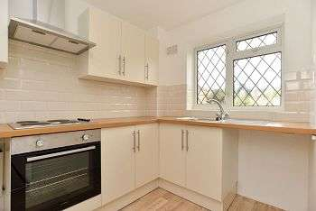 3 Bedrooms Semi Detached House for rent in Brisbane Close, Worthing, BN13