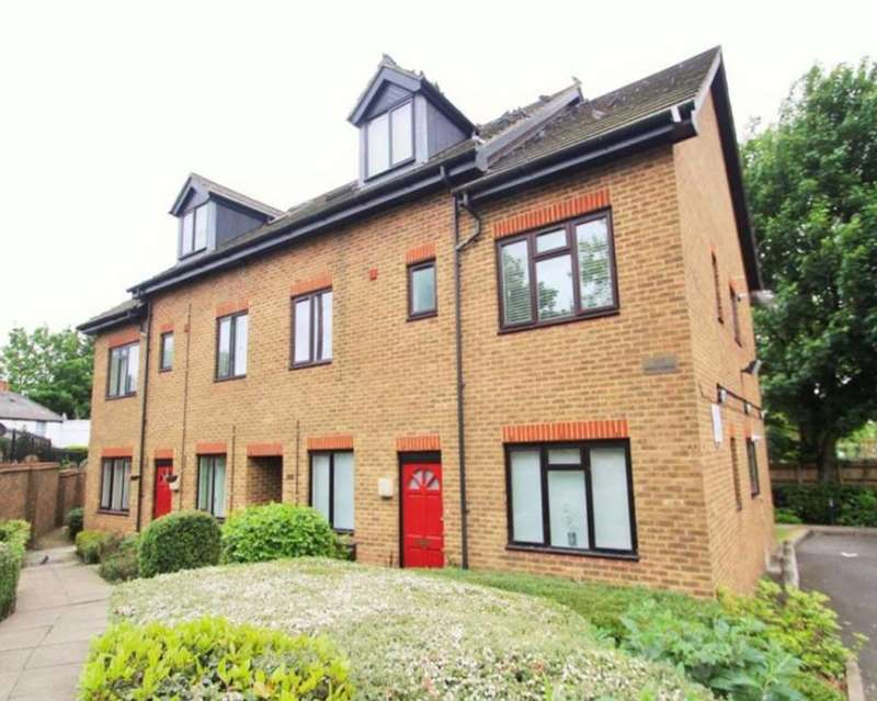 3 Bedrooms Apartment Flat for sale in Norwood Road, Norwood Green