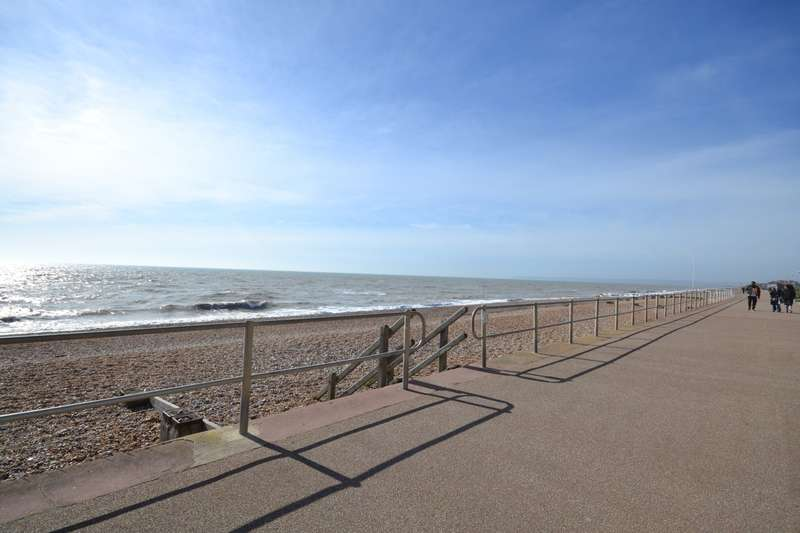 2 Bedrooms Flat for rent in Alderton Court, West Parade, Bexhill On Sea, TN39