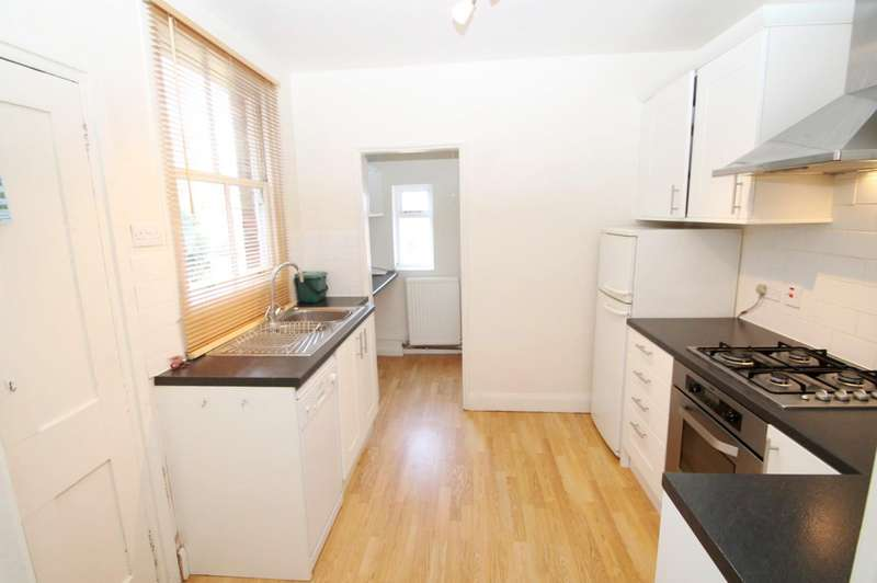 3 Bedrooms Terraced House for rent in Dalton Street, St Albans