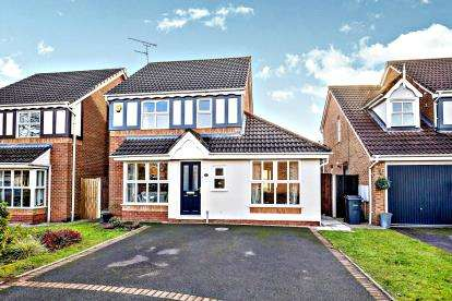 3 Bedrooms Detached House for sale in Staffin Avenue, Ellesmere Port, CH65