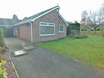 3 Bedrooms Bungalow for sale in Pemberton Close, Willaston, Cheshire, CH64