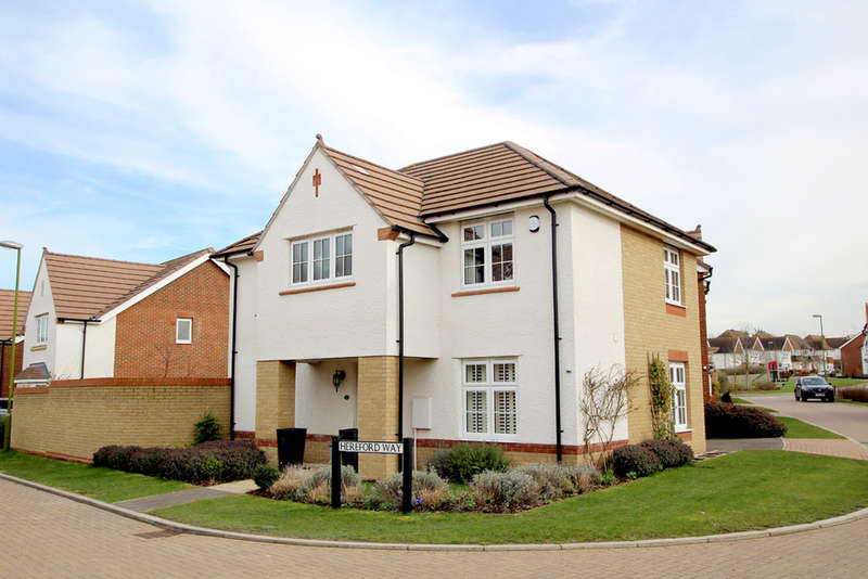 4 Bedrooms Detached House for sale in Hereford Way, Royston