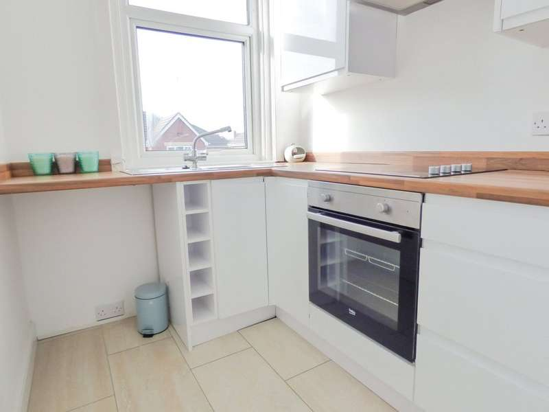 1 Bedroom Penthouse Flat for sale in First Floor Flat, Vernon Avenue, Stanley Park, Blackpool