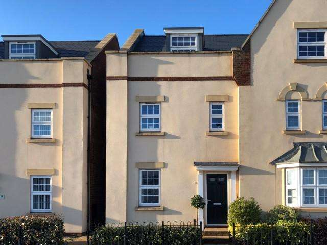 3 Bedrooms Semi Detached House for sale in Normandy Row, Wellington TA21