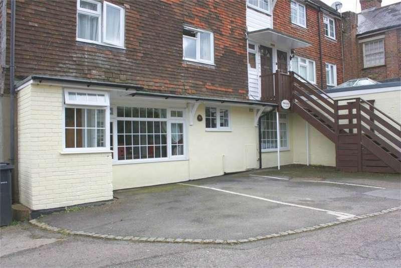 1 Bedroom Flat for sale in Station Road, ROBERTSBRIDGE, East Sussex
