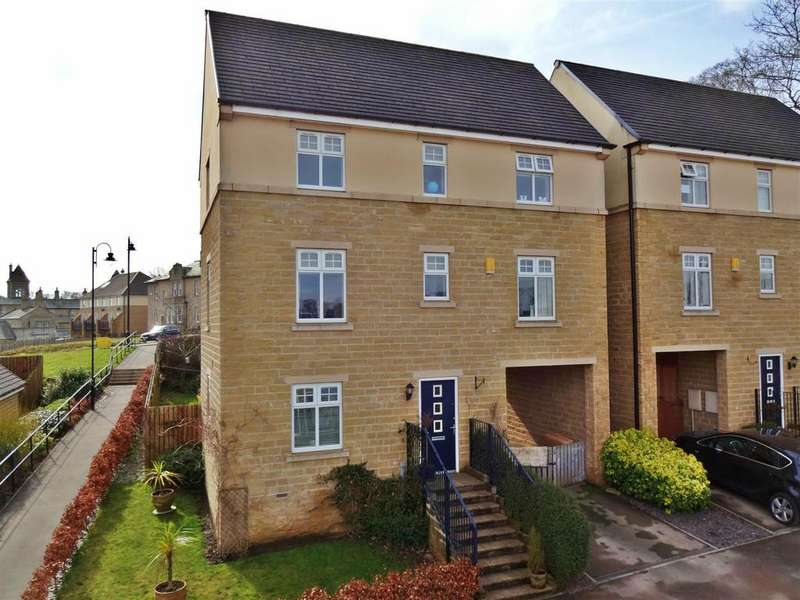 4 Bedrooms Detached House for sale in Norwood Avenue, Menston, Ilkley