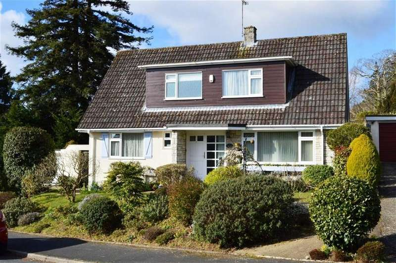 3 Bedrooms Chalet House for sale in Yew Tree Close, Wimborne, Dorset