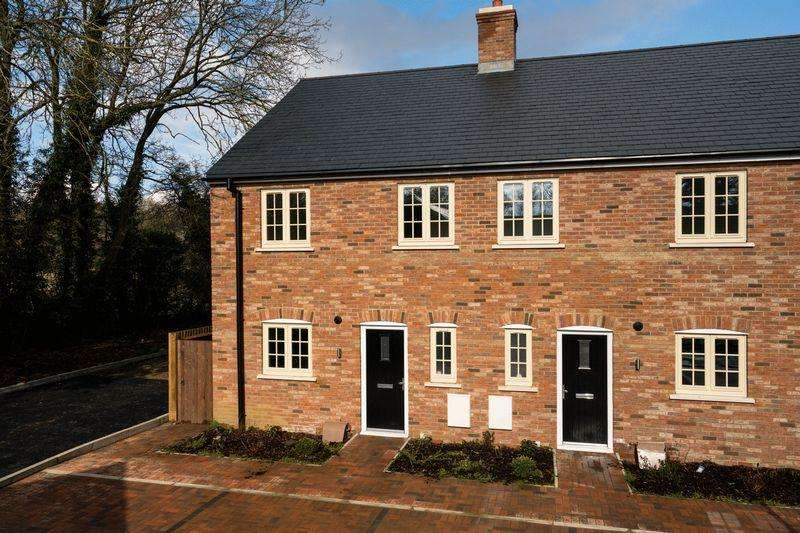 3 Bedrooms End Of Terrace House for sale in Bell Cottages, Dunstable Road, Studham