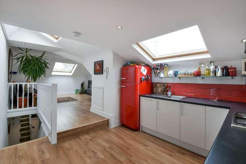 4 Bedrooms Flat for rent in Hubert Grove Clapham SW9
