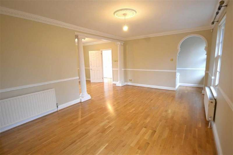 2 Bedrooms Maisonette Flat for rent in Theydon Bower, Epping, Essex, CM16