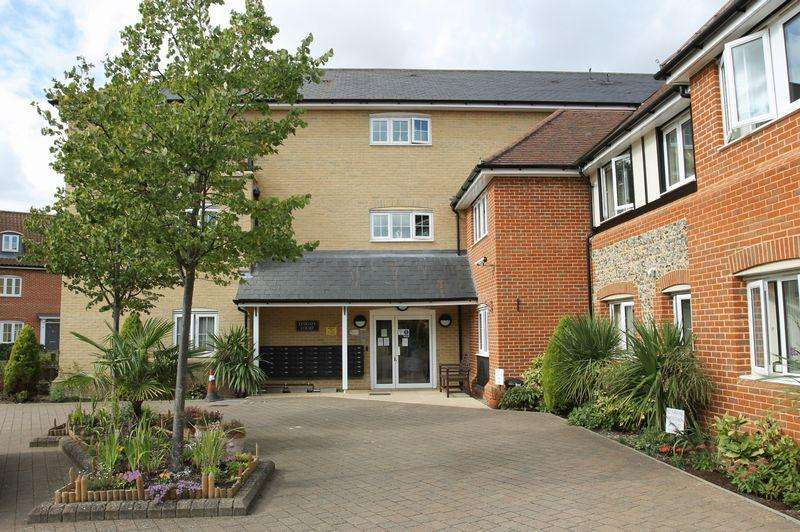 2 Bedrooms Apartment Flat for sale in Lydgate Court, Bury St Edmunds