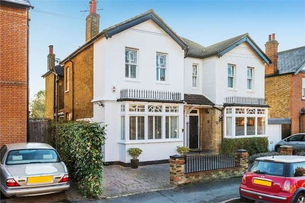 4 Bedrooms Semi Detached House for sale in Winchester Road, WALTON-ON-THAMES, Surrey