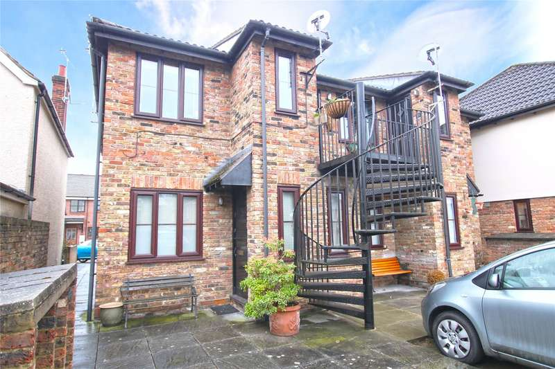 1 Bedroom Maisonette Flat for sale in Berrys Court, Berrys Lane, West Byfleet, Surrey, KT14