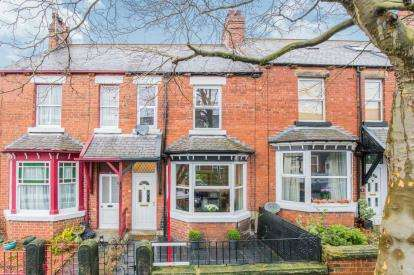 3 Bedrooms Terraced House for sale in Harrison Grove, Harrogate, North Yorkshire