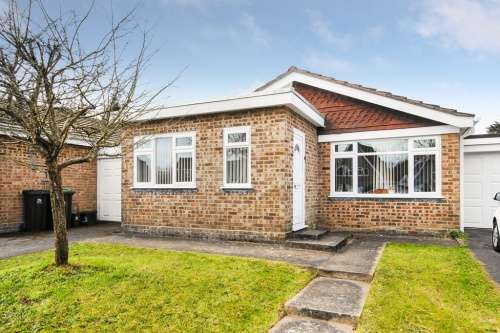 2 Bedrooms Bungalow for sale in Milford Close, West Moors