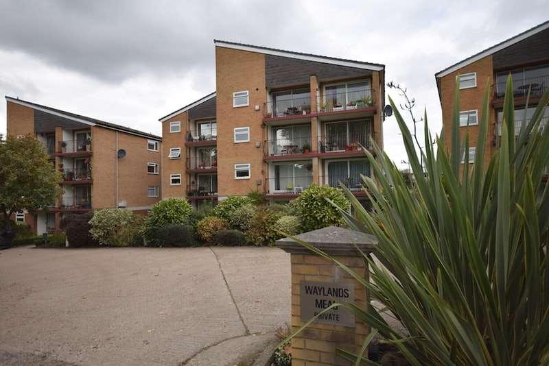 1 Bedroom Flat for sale in Waylands Mead, Beckenham, Kent, BR3