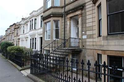 2 Bedrooms Flat for rent in Loudon Terrace, Dowanhill