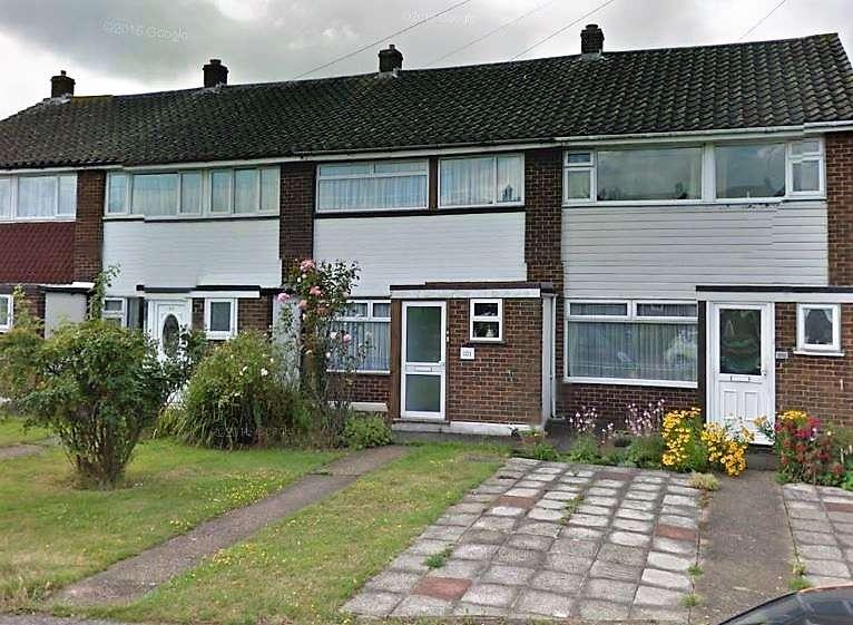 3 Bedrooms Terraced House for rent in Jubilee Avenue, Romford