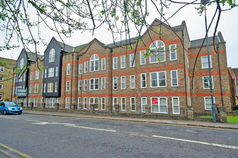 2 Bedrooms Flat for rent in Millacres, Station Road, Ware SG12