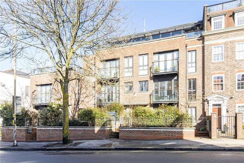 2 Bedrooms Flat for sale in Heath Cut Lodge, North End Way, London, NW3