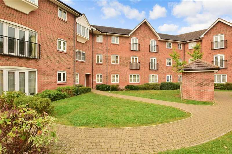 2 Bedrooms Ground Flat for sale in Rydons Way, Redhill, Surrey