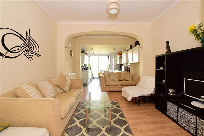 2 Bedrooms Ground Flat for sale in Cranbrook Road, Ilford, Essex