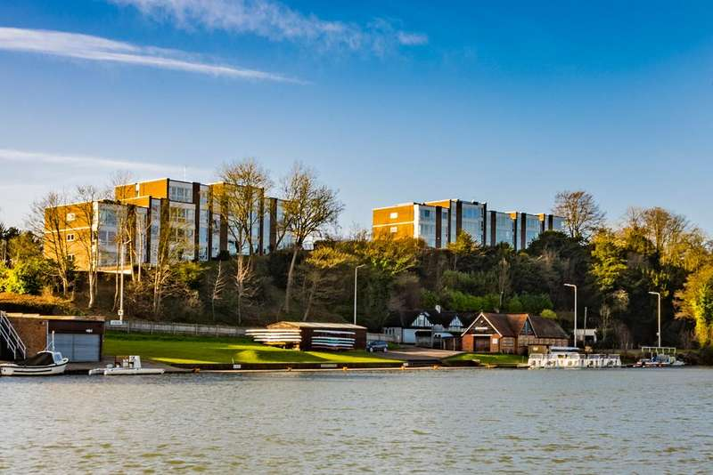 2 Bedrooms Apartment Flat for sale in 9 Hartslock Court, Pangbourne on Thames, RG8